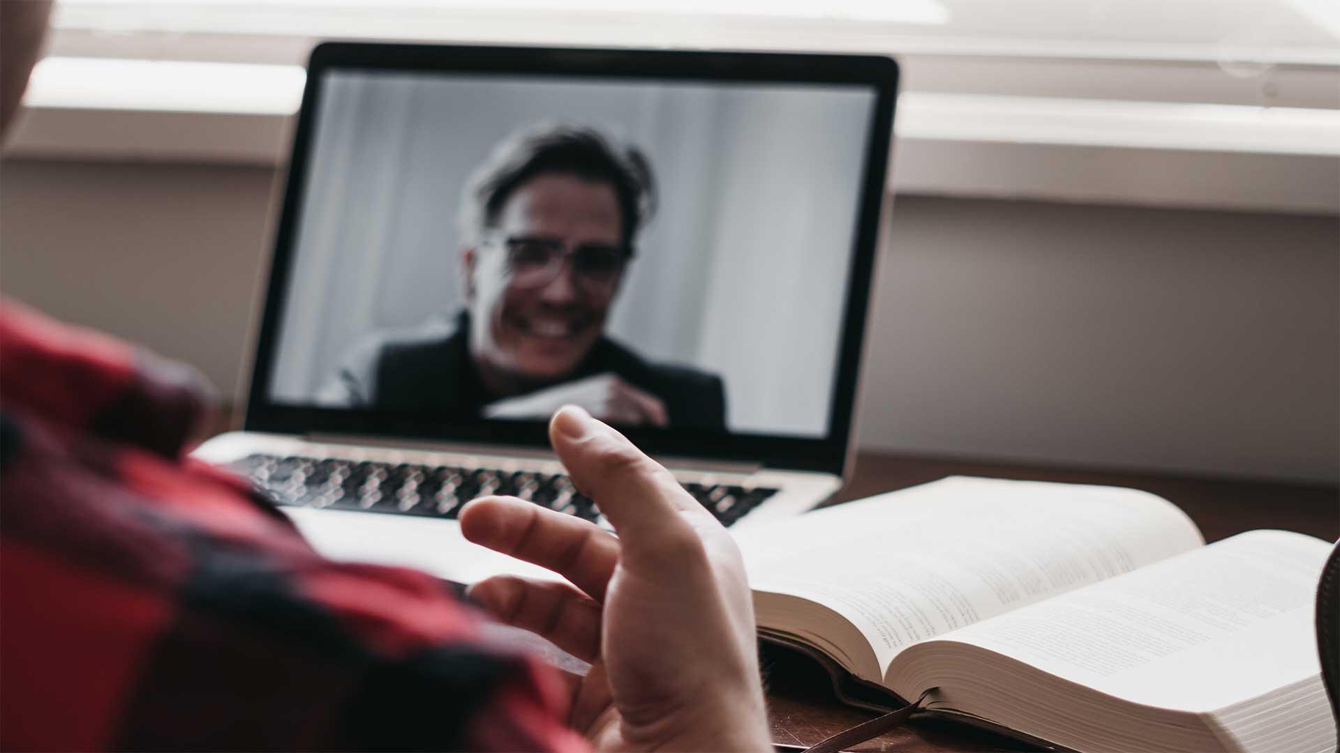 ¿Es posible asistir de forma remota (online) a la Junta de una sociedad?